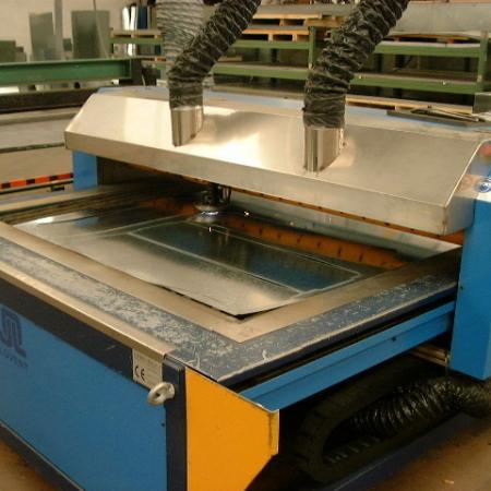 OFFICINA Taglio CNC plasma da disegni CAD prodotti dal nostro reparto technico o formiti dal cliente per riposndere ad esigenze di condotte d'aria con dimensioni e curvature irregolari.